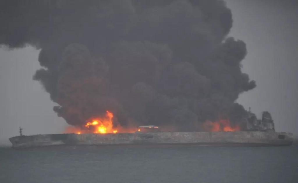 Choque de barcos en China deja 32 desaparecidos - Foto de @CGTNOfficial