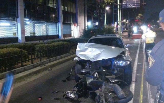 Motociclista muere tras ser arrastrado por automóvil 50 metros en Eje Central