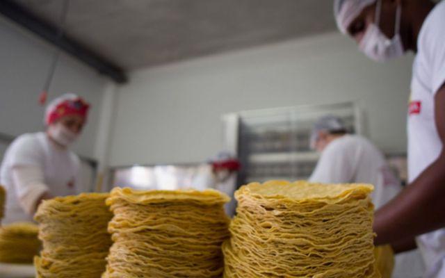 En Michoacán venderían kilo de tortilla hasta en 24 pesos - Foto: Notimex