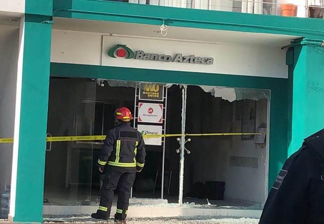 Asaltan y queman sucursal de Banco Azteca en Jalisco