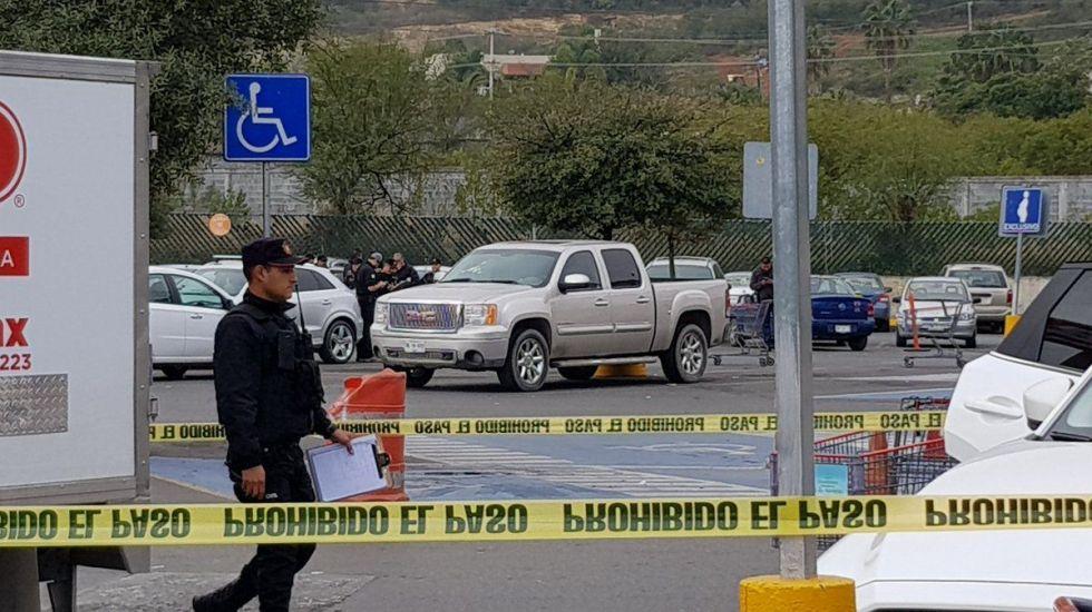 Ejecutan a hombre en estacionamiento de Monterrey