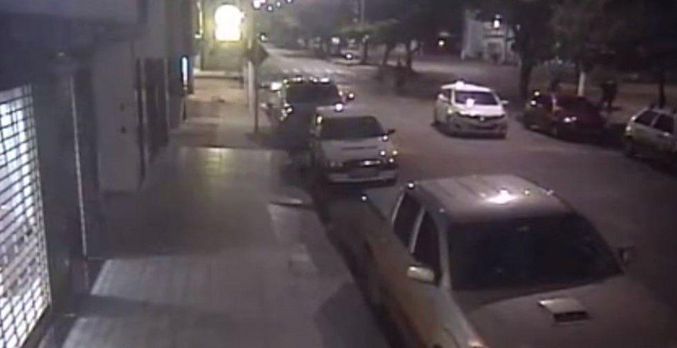 #VIDEO Delincuente arrolla a su cómplice en la huida - Captura de Pantalla