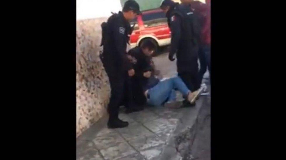 #Video Policías golpean a ciclista sometido en Querétaro