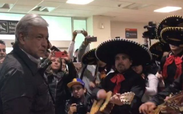 #Video Reciben a AMLO con mariachi en Durango