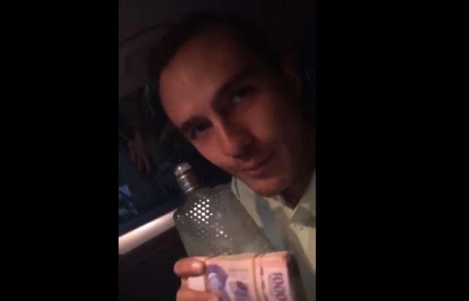 #Video Precandidato de PVEM presume fajo de billetes