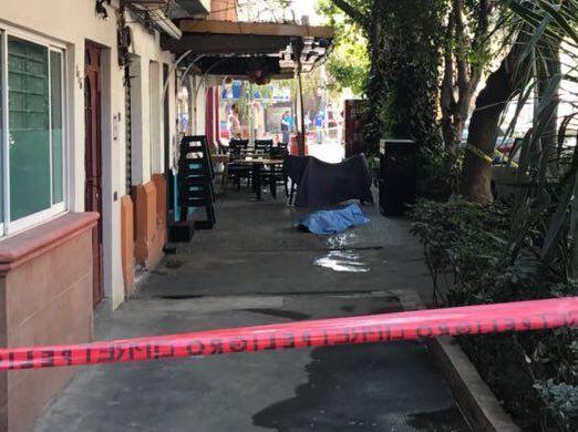 Muere presunto asaltante tras ser apuñalado en la Condesa - Foto de @MrElDiablo8