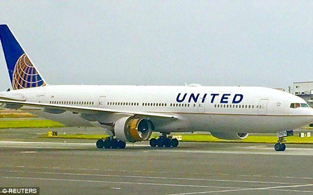 #Video Turbina de avión de United se despedaza en pleno vuelo - Foto de Reuters