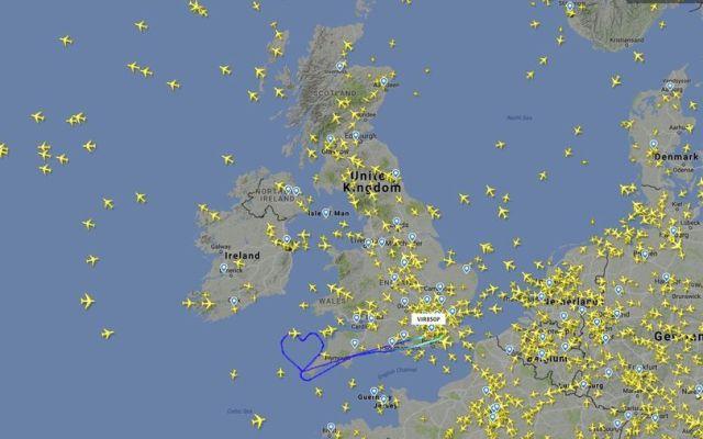 Virgin Atlantic dibuja corazón en el aire por San Valentín - @MirrorTravel