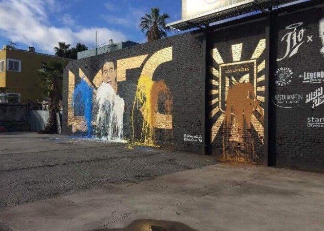 Vandalizan en Los Angeles mural dedicado a Carlos Vela - Foto: @jadelreda