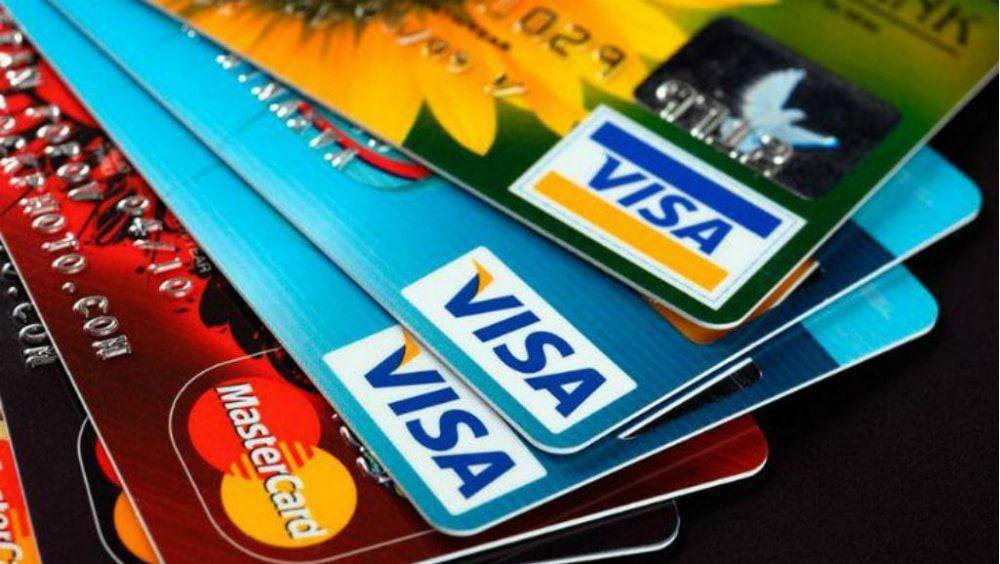 Comisión Europea obliga a Visa y Mastercard a bajar comisiones