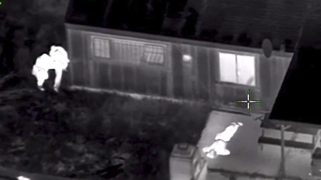 #Video Policías matan a hombre al confundir su teléfono con un arma - Foto de Daily Mail