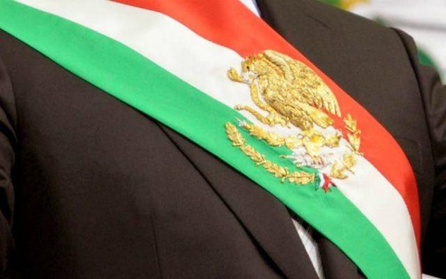 Genera división en México aval de la SCJN a consulta popular sobre juicio a expresidentes - Banda presidencial de México. Foto de Archivo
