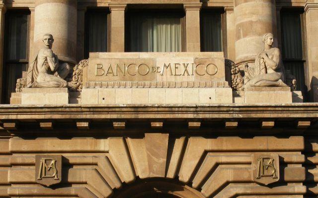 Guerra comercial impacta a mercado cambiario - banxico descarta problemas en el suministro de efectivo en el país