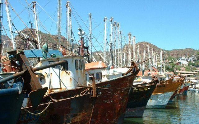 Se hunde barco camaronero en Tampico - Foto de archivo