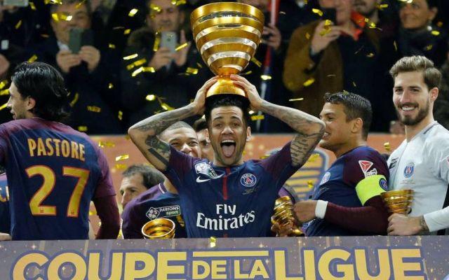 Dani Alves se convierte en el jugador más laureado en la historia