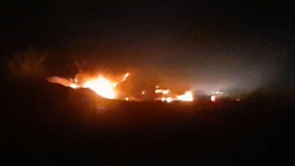 Se incendian dos tráileres en la Autopista Siglo 21 tras choque - Foto de Quadratín