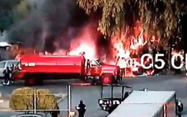 Sofocan incendio en lote baldío de Azcapotzalco
