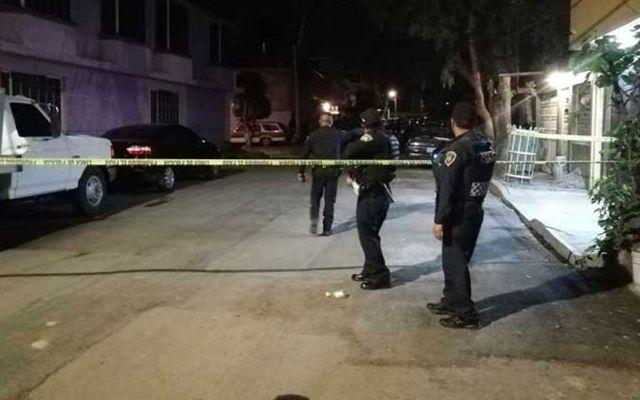 Homicidios en CDMX aumentaron, especialmente en GAM e Iztapalapa: AMLO - Zona de crimen acordonada en Iztapalapa. Foto de Excélsior