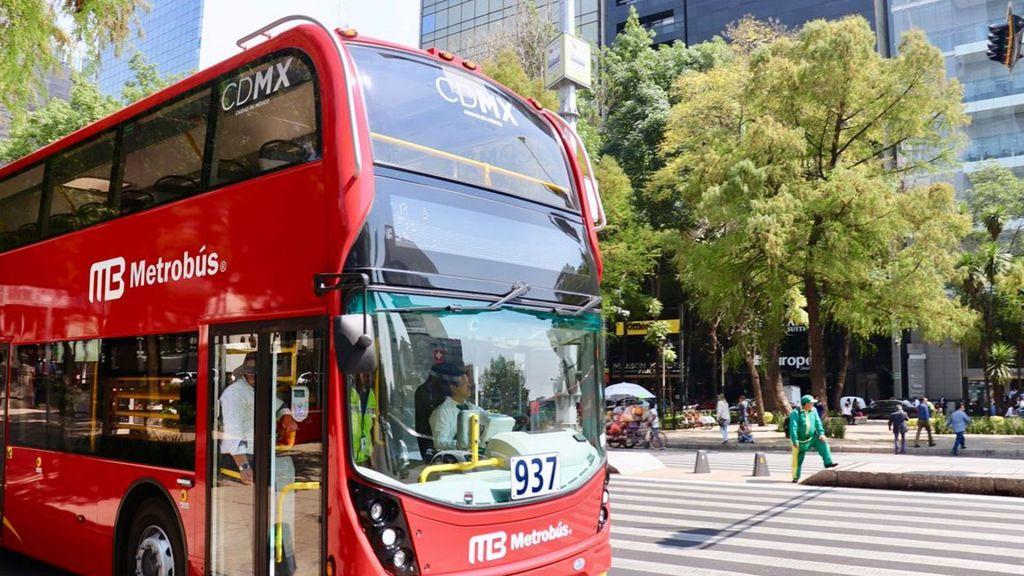Metrobús cerrará estaciones por desfile de Día de Muertos - Foto de @GobCDMX