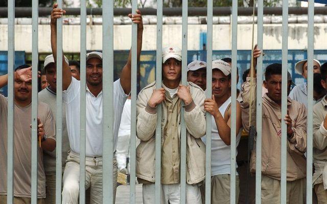 Internos permanecen en cárceles por falta de brazaletes - Foto de internet