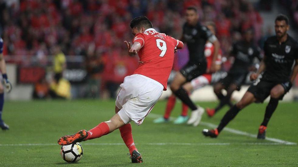 "#Video Asistencia de ""rabona"" de Jiménez que aseguró triunfo del Benfica - Foto: @SLBenfica."