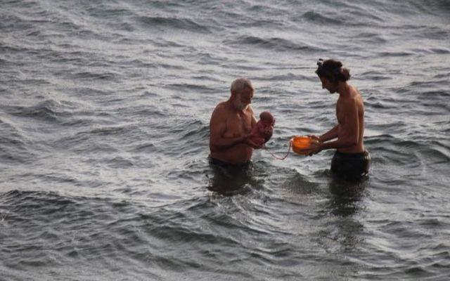 Mujer da a luz en aguas del Mar Rojo - Foto de Facebook/Hadia Hosny El Said