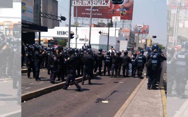 Riña por retiro de puestos ambulantes en Eje 7 deja cinco detenidos - Foto de @ElInformanteMX