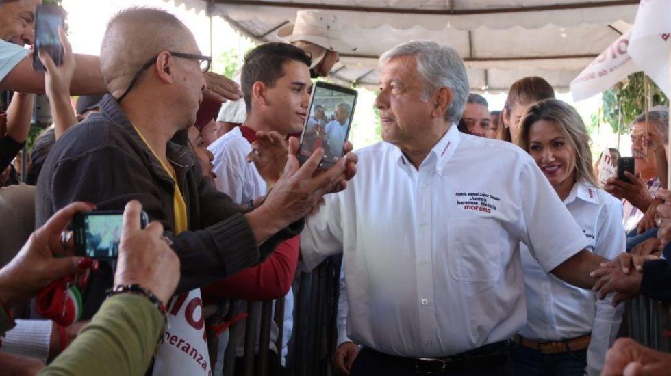 """""""Nosotros sí queremos la reforma educativa"""": padres de familia a AMLO - Foto de Morena"""