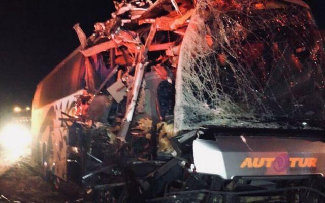 Autobús de Tiburones Rojos de Liga Premier sufre accidente - Foto de @VamosTibu