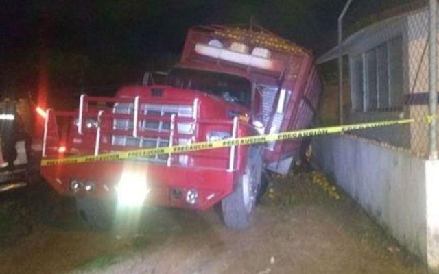Joven muere prensado por camión en Puebla - Foto de Milenio