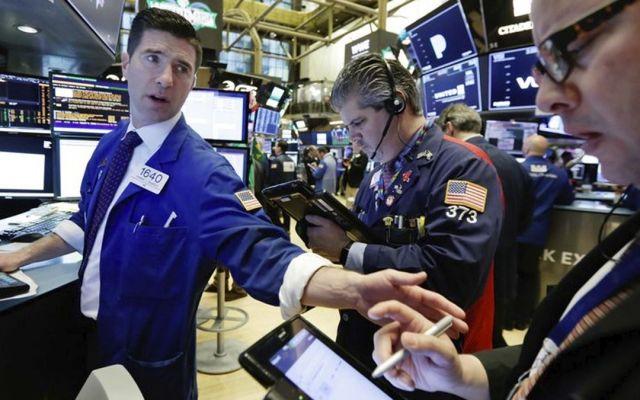 Cae Dow Jones por conflicto comercial con China - Foto de AP