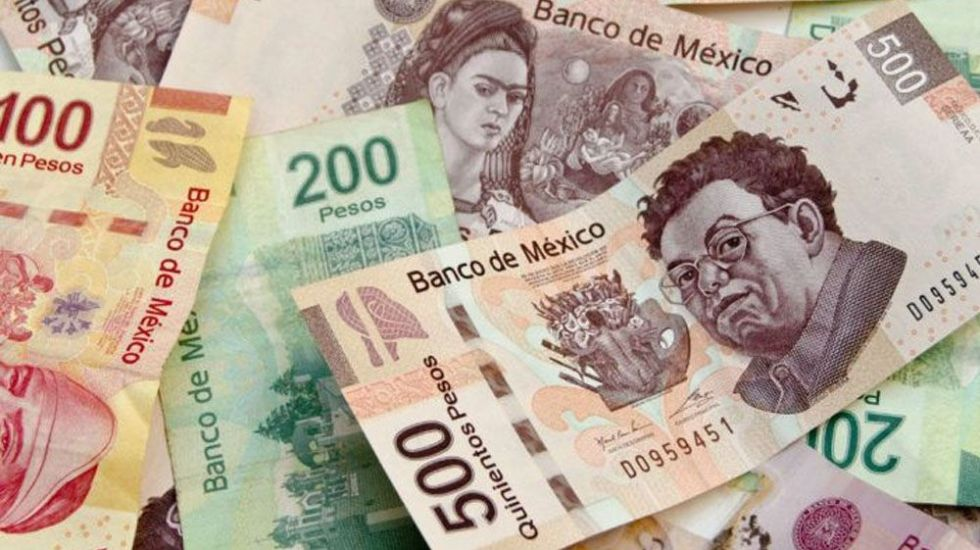 Banco Mundial sostiene pronóstico de crecimiento económico para México - Billetes mexicanos. Foto de Archivo
