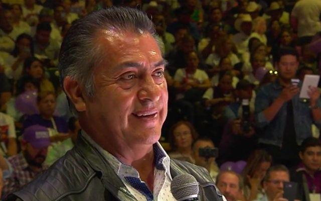 El Bronco felicita a las madres de México
