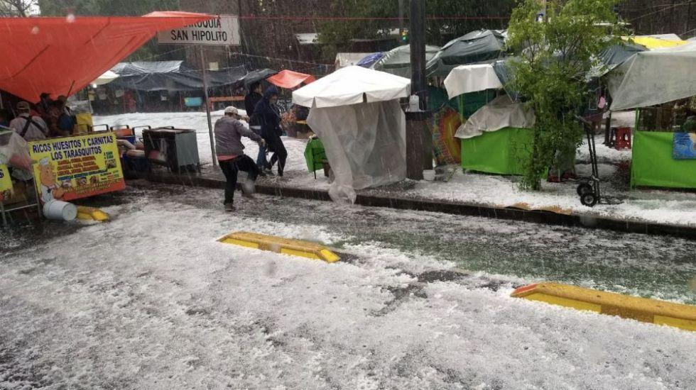 Granizo y lluvia fuerte caen en diversas zonas de la CDMX - Foto de @diario24horas