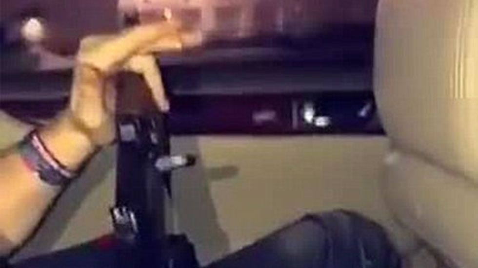 #Video Policía busca a hombre que se grabó disparando desde un automóvil