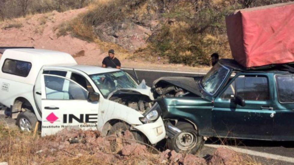 Se accidentan cinco trabajadores del INE en Puebla - Foto: @nandotlatelpa.