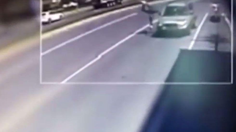 #Video Arrollan a ladrón tras robar cartera a pasajero de autobús