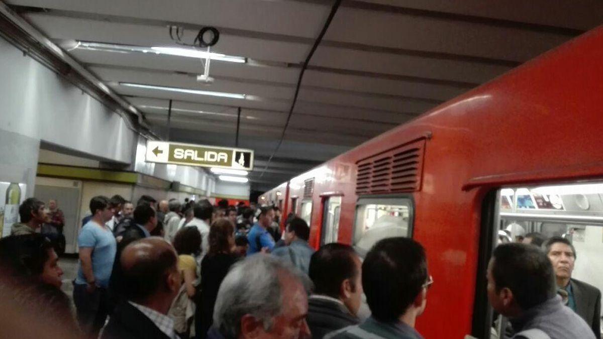 Falla en línea 3 del Metro causa caos, reportan usuarios