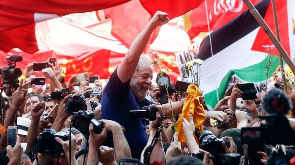 Juez devuelve a Lula da Silva beneficios de expresidentes brasileños - Foto de AP