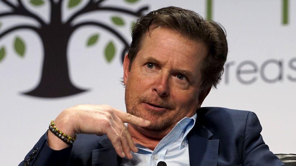 Michael J. Fox se recupera de cirugía de columna
