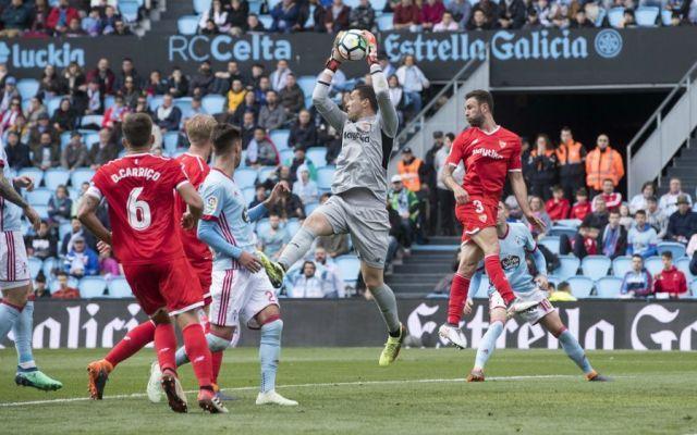 Sevilla recibe 2.1 goles por partido con Layún en la cancha - Foto: Sevilla F. C.