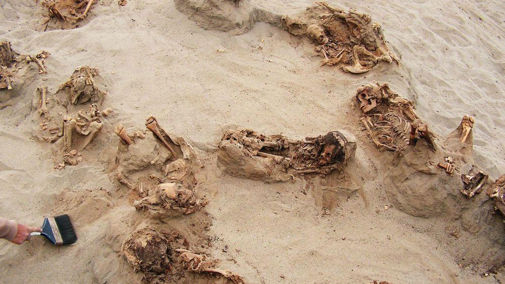 Aparecen en Perú 140 niños masacrados por la cultura Chimu