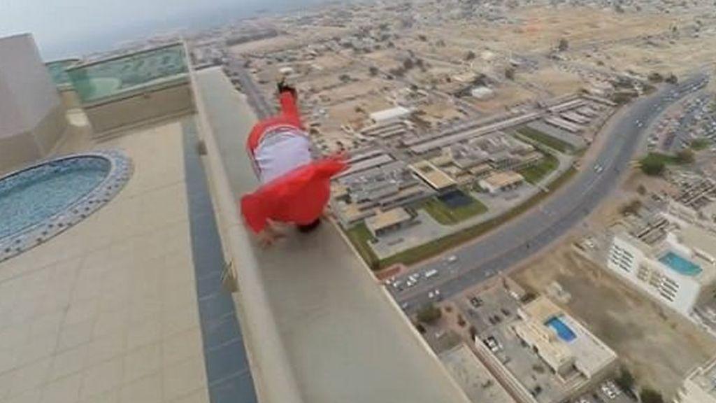 #Video Patinador realiza trucos en rascacielos de Dubai - Foto de Caters