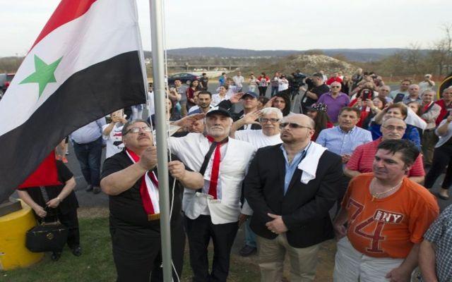 Sirios se manifiestan contra bombardeo de EE.UU. - Foto de AP