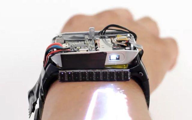 Crean reloj que despliega pantalla sobre la piel - Foto de Internet