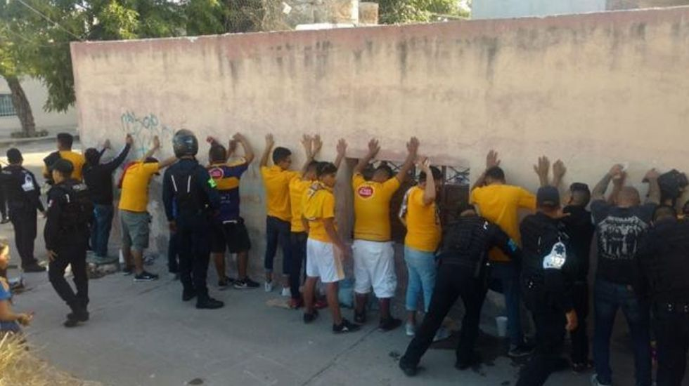 Detienen a 40 por riña en estadio del Necaxa - Foto de Internet
