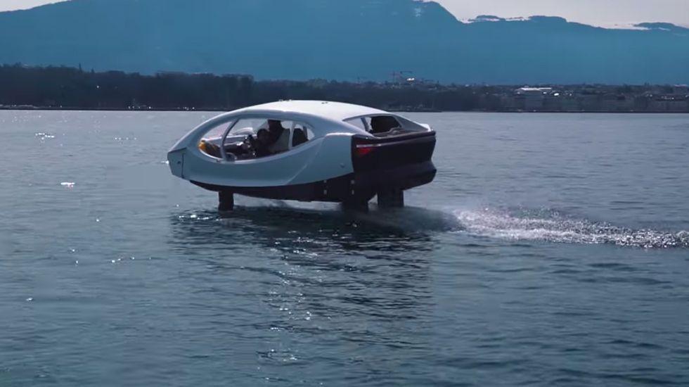"""Seabubbles, la embarcación eléctrica que """"vuela"""" en el agua - Captura de Pantalla"""