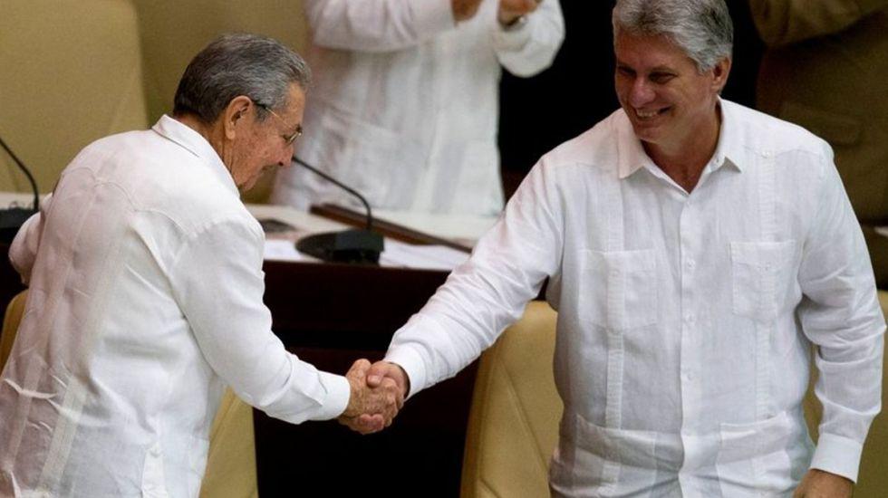 Adelantan un día transición política en Cuba - Foto de AP