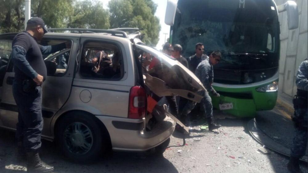 Choque en Hidalgo deja dos presuntos asaltantes muertos y otros siete detenidos - Foto de @ManoloLarrieta