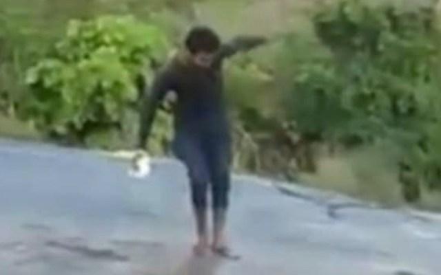 #Video Hombre cae en cascada al intentar tomarse una selfie - Foto de Internet